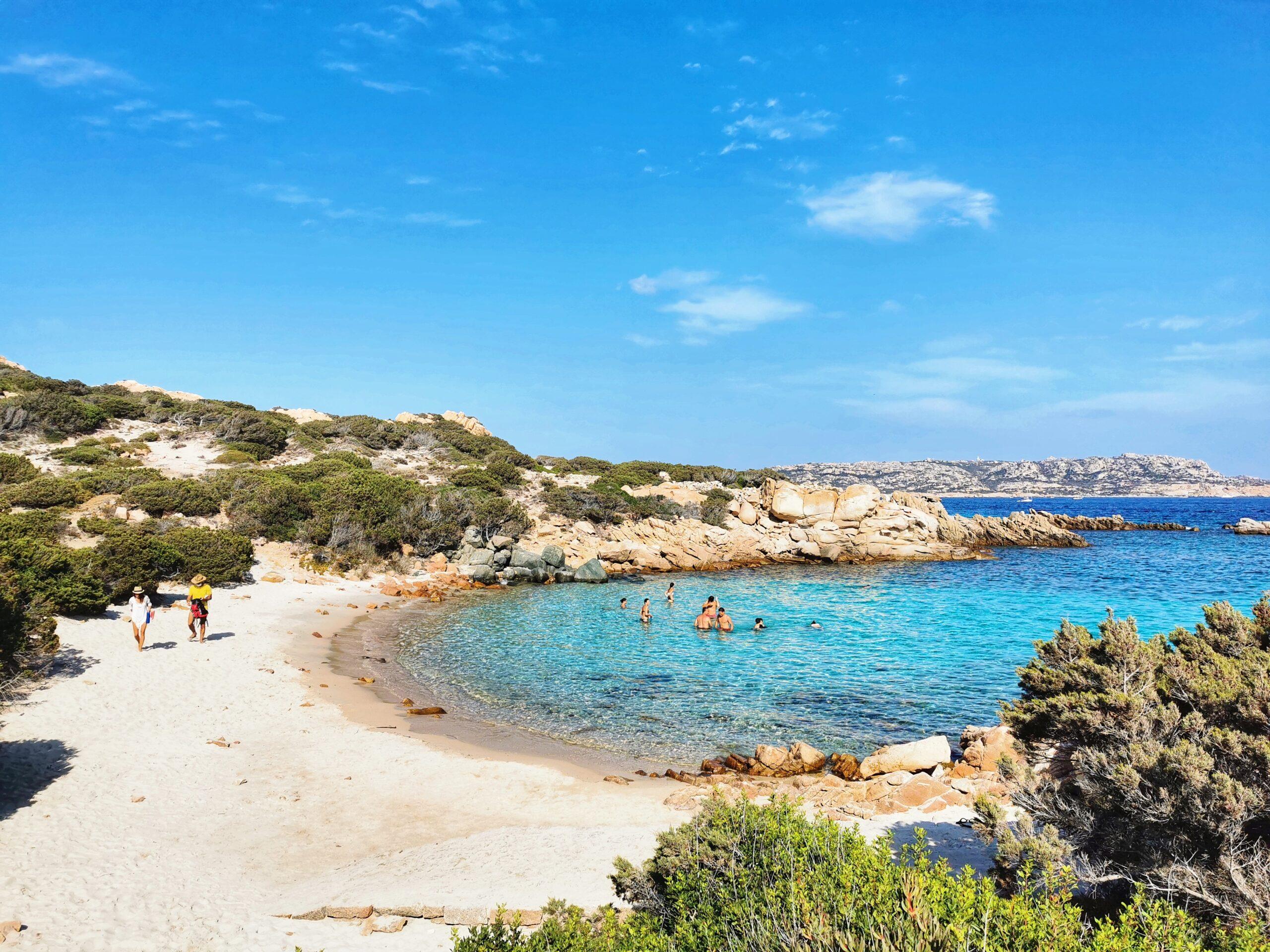 spiaggia e mare azzurro Sardegna