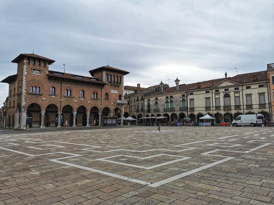 palazzi piazza di Montagnana